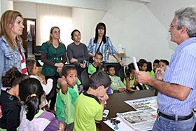 prefeito  recebe reivindicações de alunos da Escola Crianças Feliz